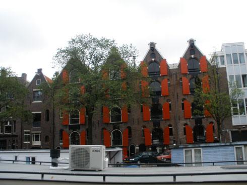 Ena izmed fascinantnih stavb Amsterdama